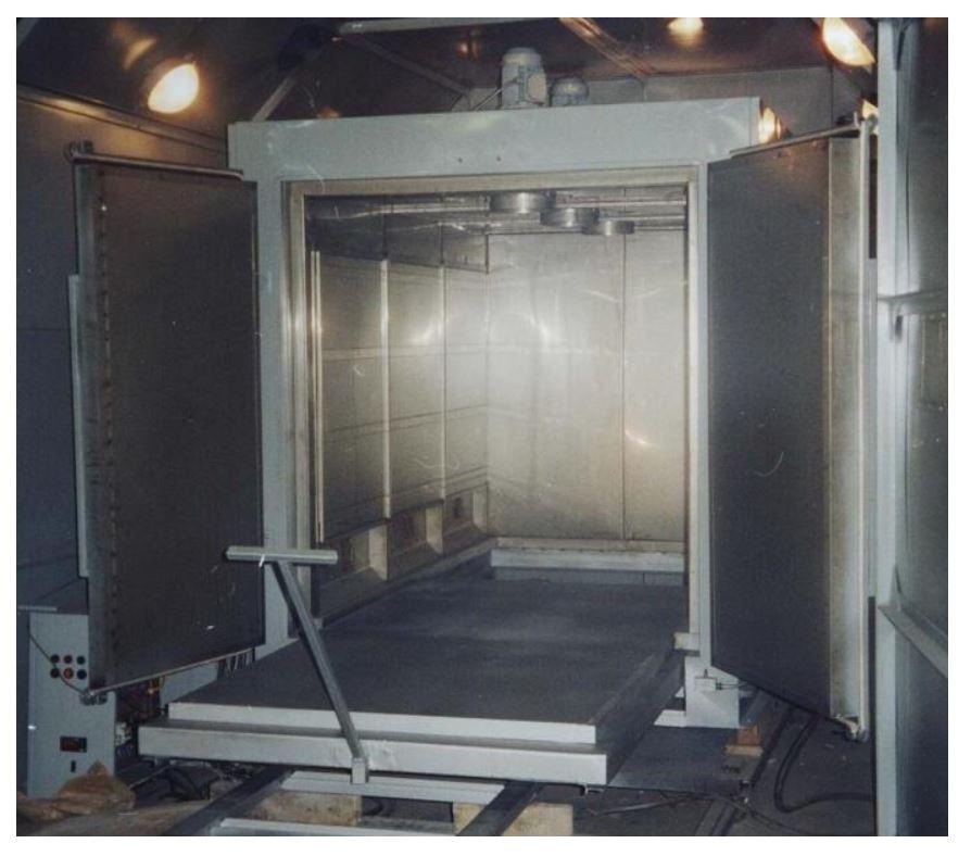 """Для электроцеха ММПП """"Салют"""" изготовлена новая электропечь серии ЭКС с объемом рабочего пространства 5,5 м3, двухстворчатой дверцей и выдвижным подом."""