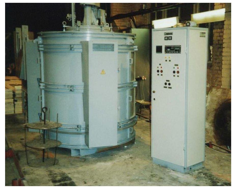 Для участка химико-термической обработки Уссурийского локомотиворемонтного завода изготовлены шахтные муфельные электропечи для газовой цементации СШЦМ-5.6/9-И1 и газового азотирования США-5.7,5/7-И1